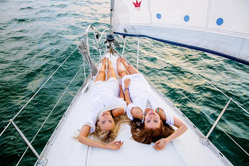 Девушки на яхте фотосессия две фото