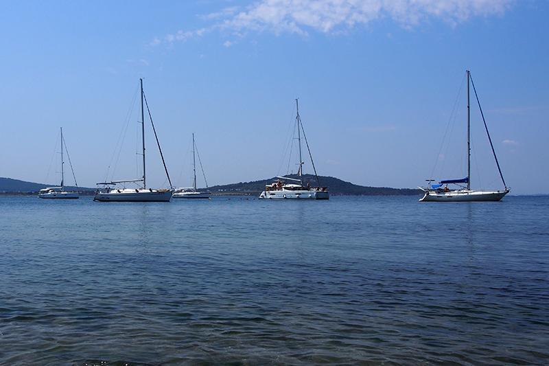Путешествие на парусной яхте в бухту Акра фото