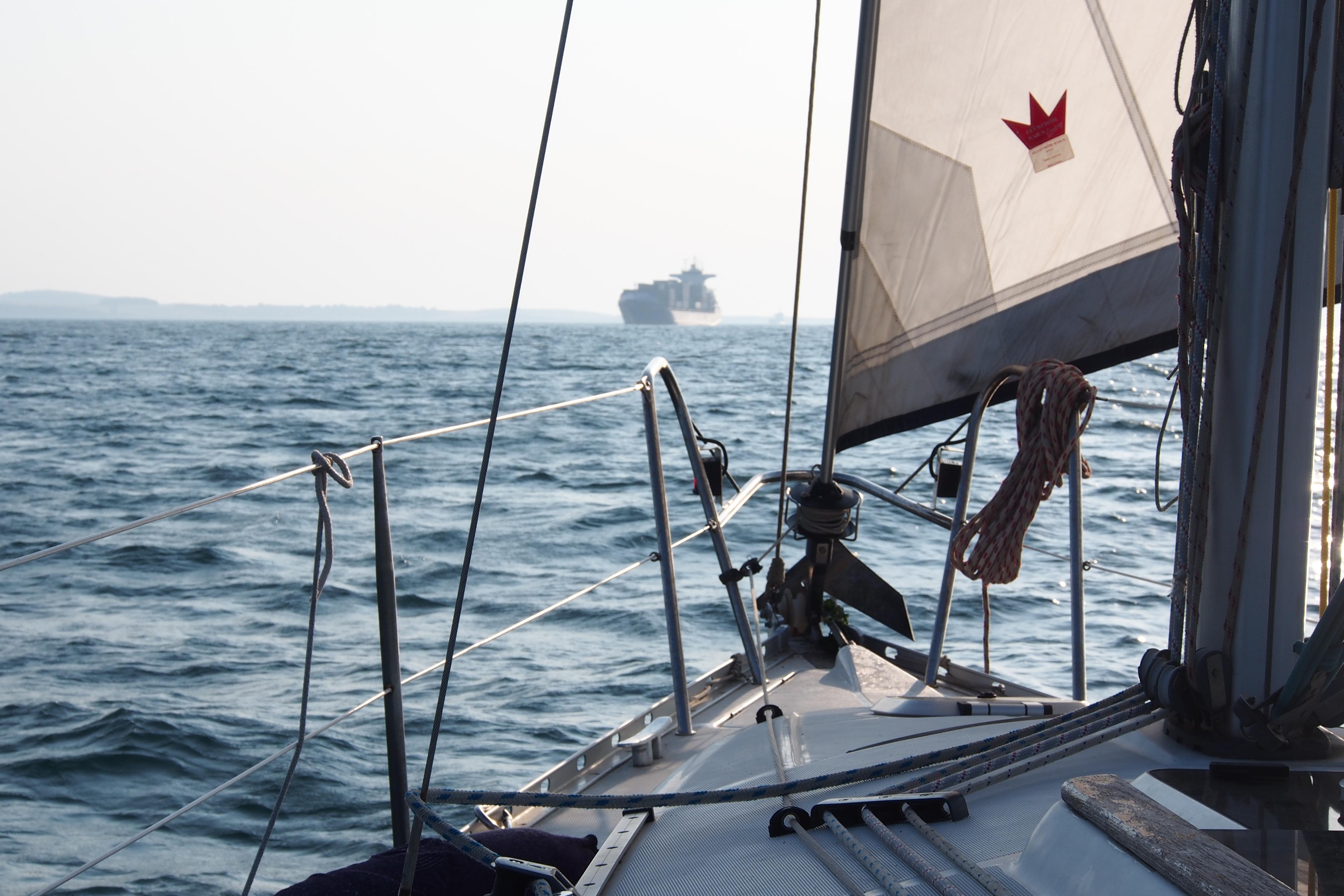 путешествие на парусной яхте в мае фото
