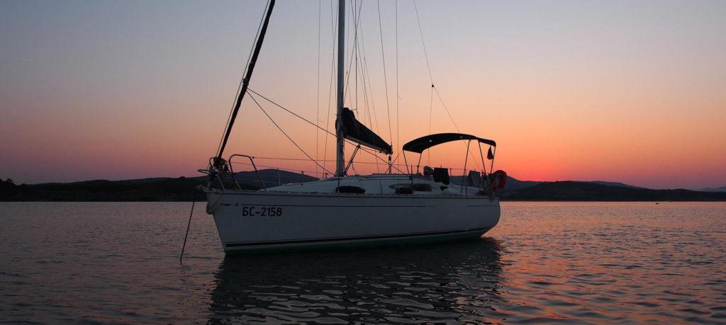 аренда яхты в Болгарии Billy Bones от 3 часов